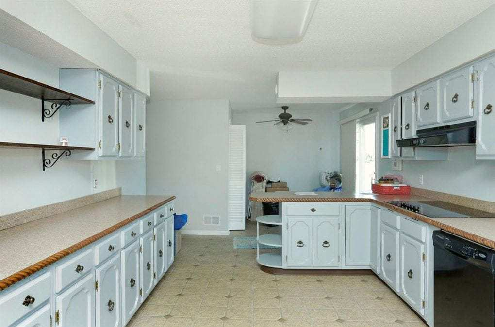 modern-farmhouse-kitchen-renovation-before-picture